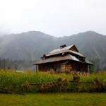 A typical hut at Arang Kel