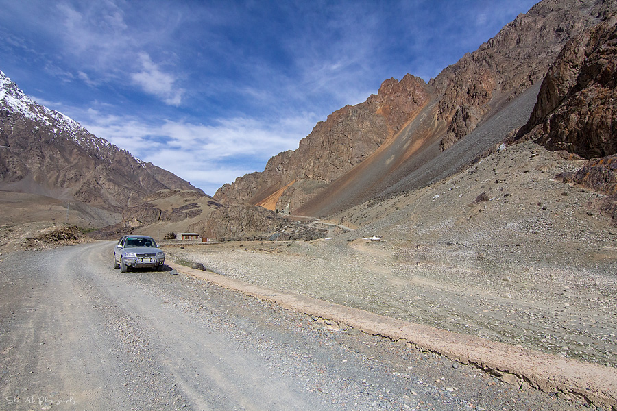 RAV4 at top of Ghizer valley