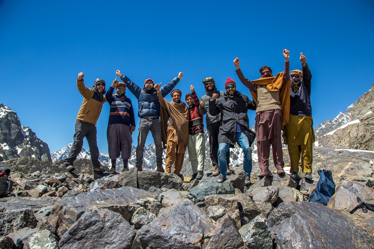 Group photo at Thallo pass